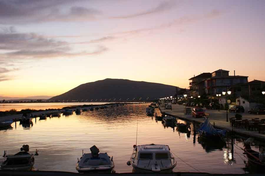 Λευκάδα island sunset at port