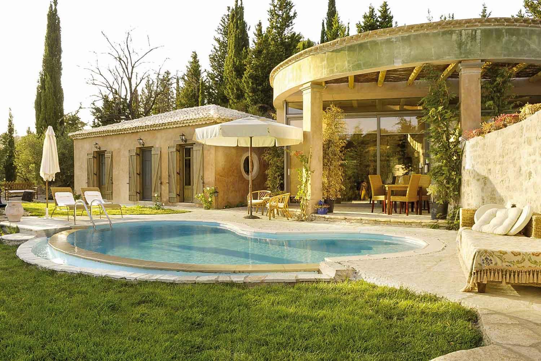 βίλα με ιδιωτική πισίνα για οικογένειες, υπέροχος κήπος με πισίνα