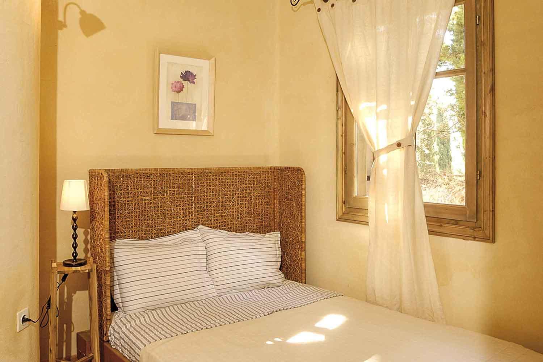 βίλα με ιδιωτική πισίνα για πολυτελείς διακοπές, όμορφο υπνοδωμάτιο