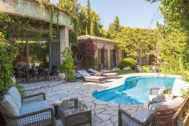 βίλα με ιδιωτική πισίνα για πολυτελείς διακοπές, πολυτελείς διακοπές,
