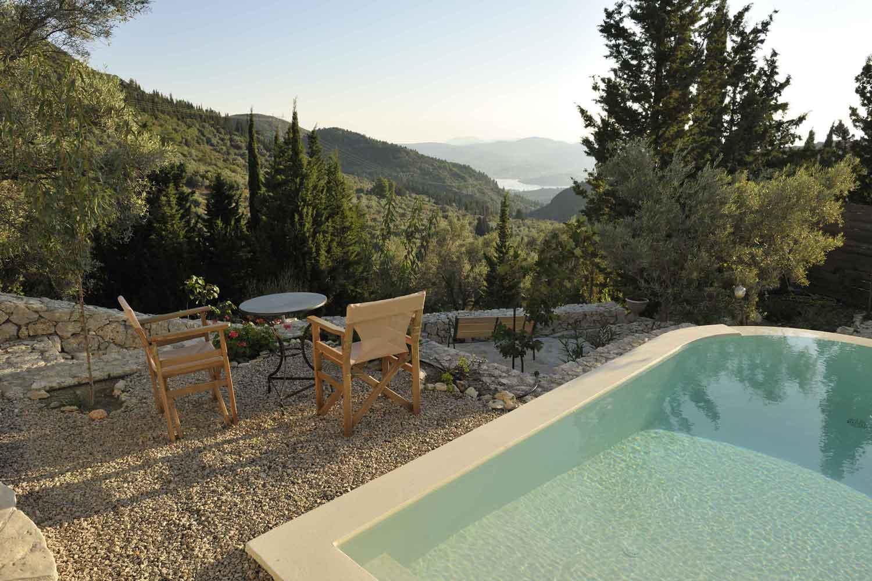 βίλα με ιδιωτική πισίνα για πολυτελείς διακοπές, θέα από τον κήπο