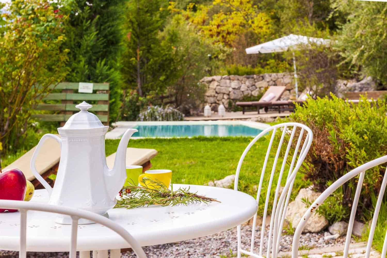 βίλα με ιδιωτική πισίνα για μήνα του μέλιτος, χαλαρώστε με ένα ποτό στην πισίνα σας