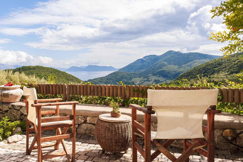 βίλα με ιδιωτική πισίνα για τις καλοκαιρινές διακοπές, τέλεια θέα από τη βεράντα