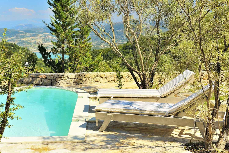 βίλα με ιδιωτική πισίνα για ζευγάρια, ωραία θέα από της ξαπλώστρες