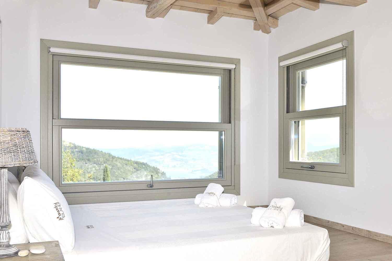 βίλα με ιδιωτική πισίνα σε Ελληνικό νησί, όμορφο υπνοδωμάτιο